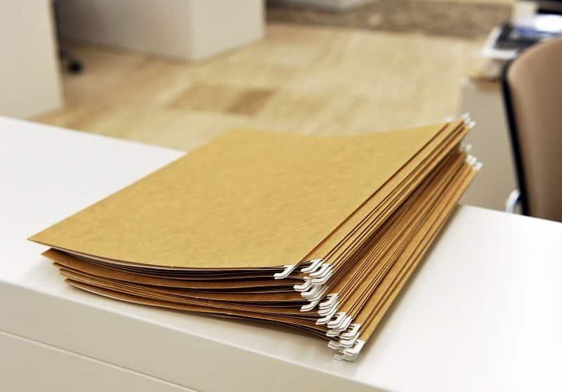 Carpetas en una oficina
