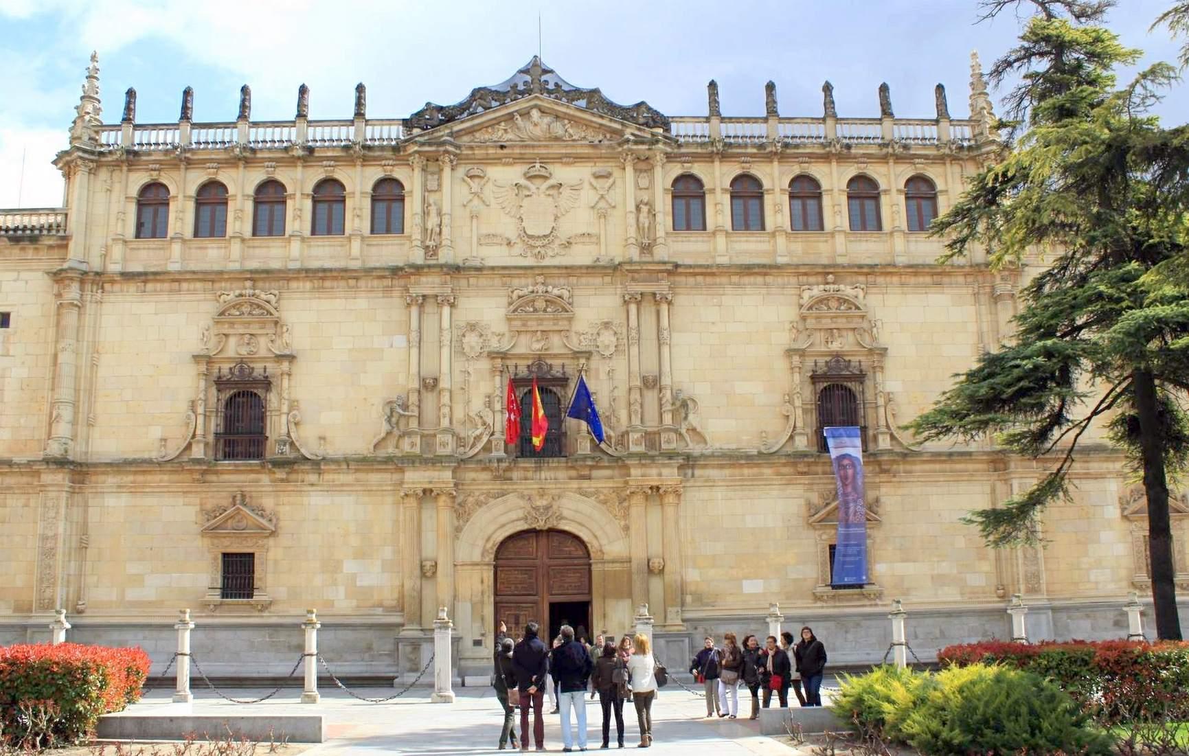 Contis seguros Alcalá de Henares, fachada de la Universidad